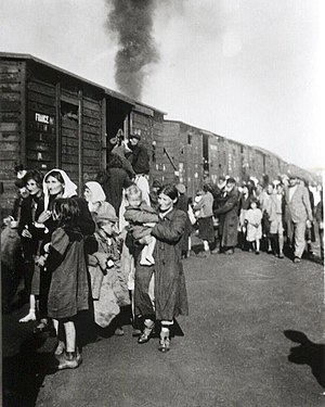 Operation Reinhard - Image: Deportation to Treblinka from ghetto in Siedlce 1942