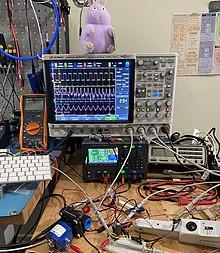 Digital 4-channel oscilloscope in operation