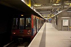 Docklands Light Railway 24 (3203051251).jpg