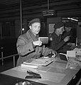 Ds. P.H. Meerburg met Korea-vrijwilligers van Schiphol naar Korea, Bestanddeelnr 904-4645.jpg