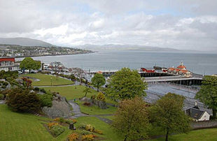 """Dunoon, looking north from Castle Hill towards <a href=""""http://search.lycos.com/web/?_z=0&q=%22Hunters%20Quay%22"""">Hunters Quay</a>. The Victorian pier is to the right and the Queen's Hall is to the left"""