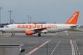 EasyJet, G-EZUH, Airbus A320-214 (15836647013).jpg
