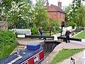 Entering Cropredy Lock - geograph.org.uk - 1290055.jpg
