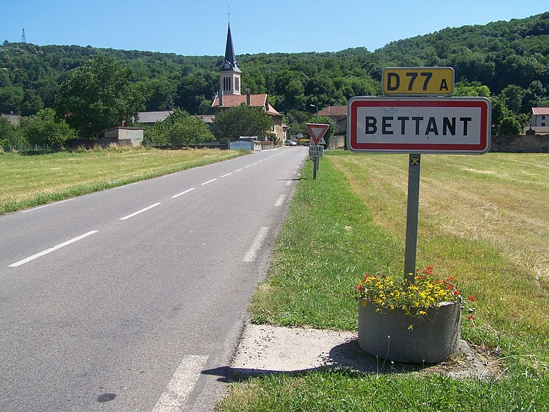 Sign welcoming visitors to the little French village of Bettant, close to Ambérieu in Ain.