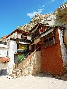 Entrance to Guru Rinpoche's cave at Thak Thok.jpg