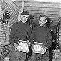 Ex-oesterkwekers in Yerseke halen de eerste champignons binnen, de kwekers tonen, Bestanddeelnr 916-0724.jpg