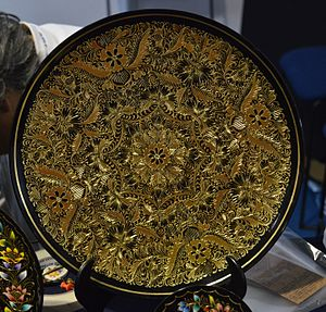 Mexican lacquerware - Gold inlaid lacquer piece from the workshop of Mario Agustín Gaspar in Patzcuaro