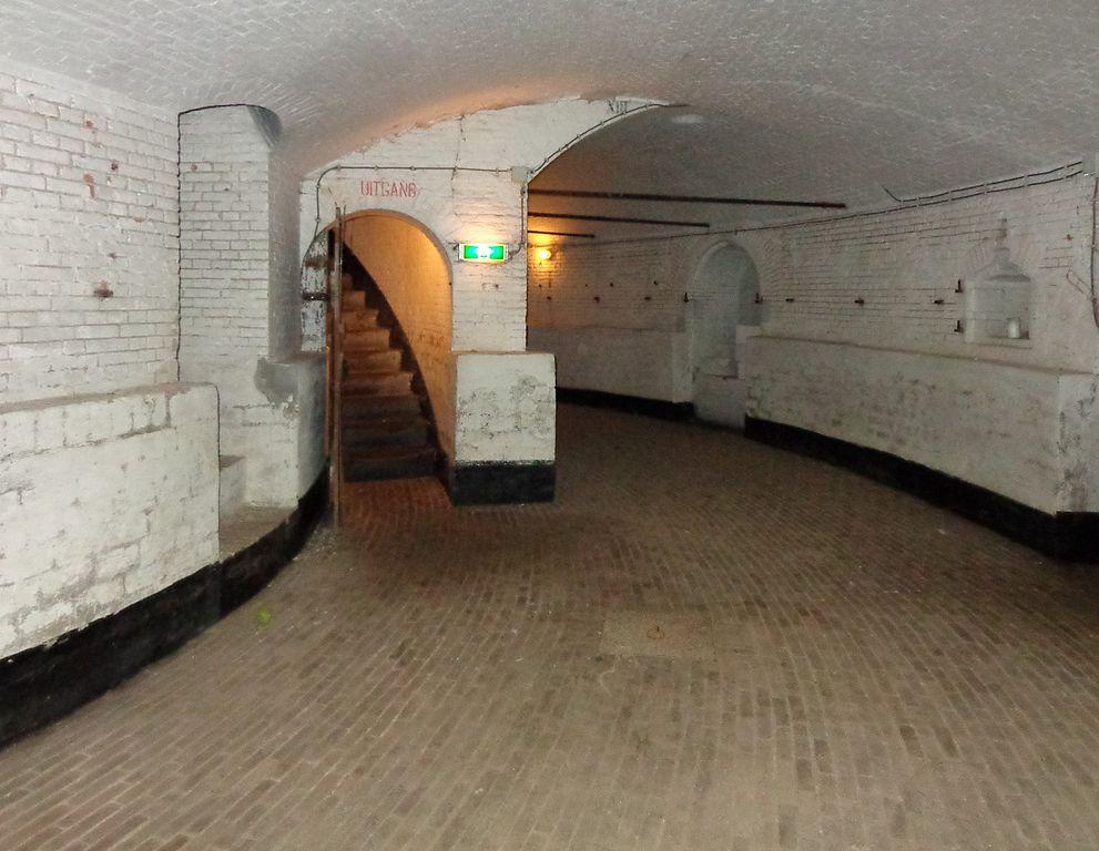 File fort vuren interieur kelder wikimedia commons for Interieur 991