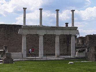 Forum in Pompeii 6.jpg