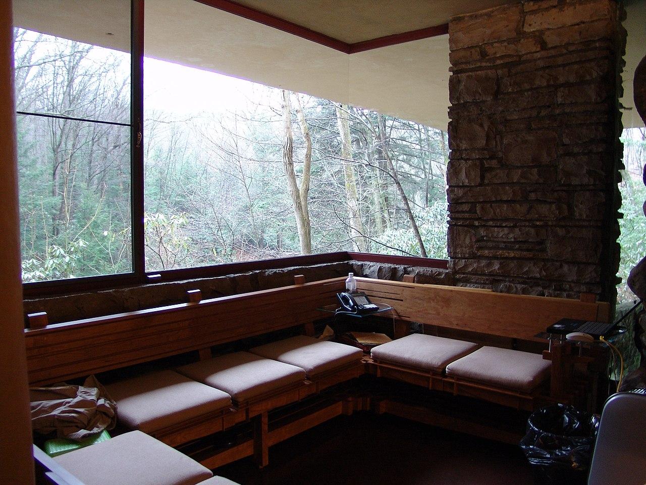 File:Frank Lloyd Wright - Fallingwater interior 2.JPG ...