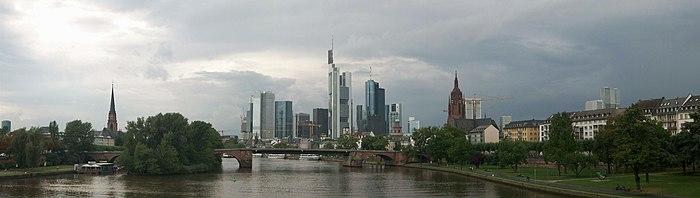 Frankfurt am Main von der Ignatz-Bibis Brücke.
