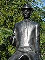 Franz Kafka statue (Jaroslav Róna).jpg