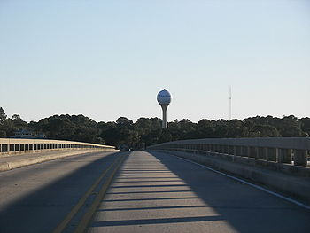 English: The Fripp Island Water Tower is a maj...