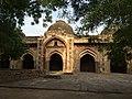 Front view of Moth ki Masjid.jpg