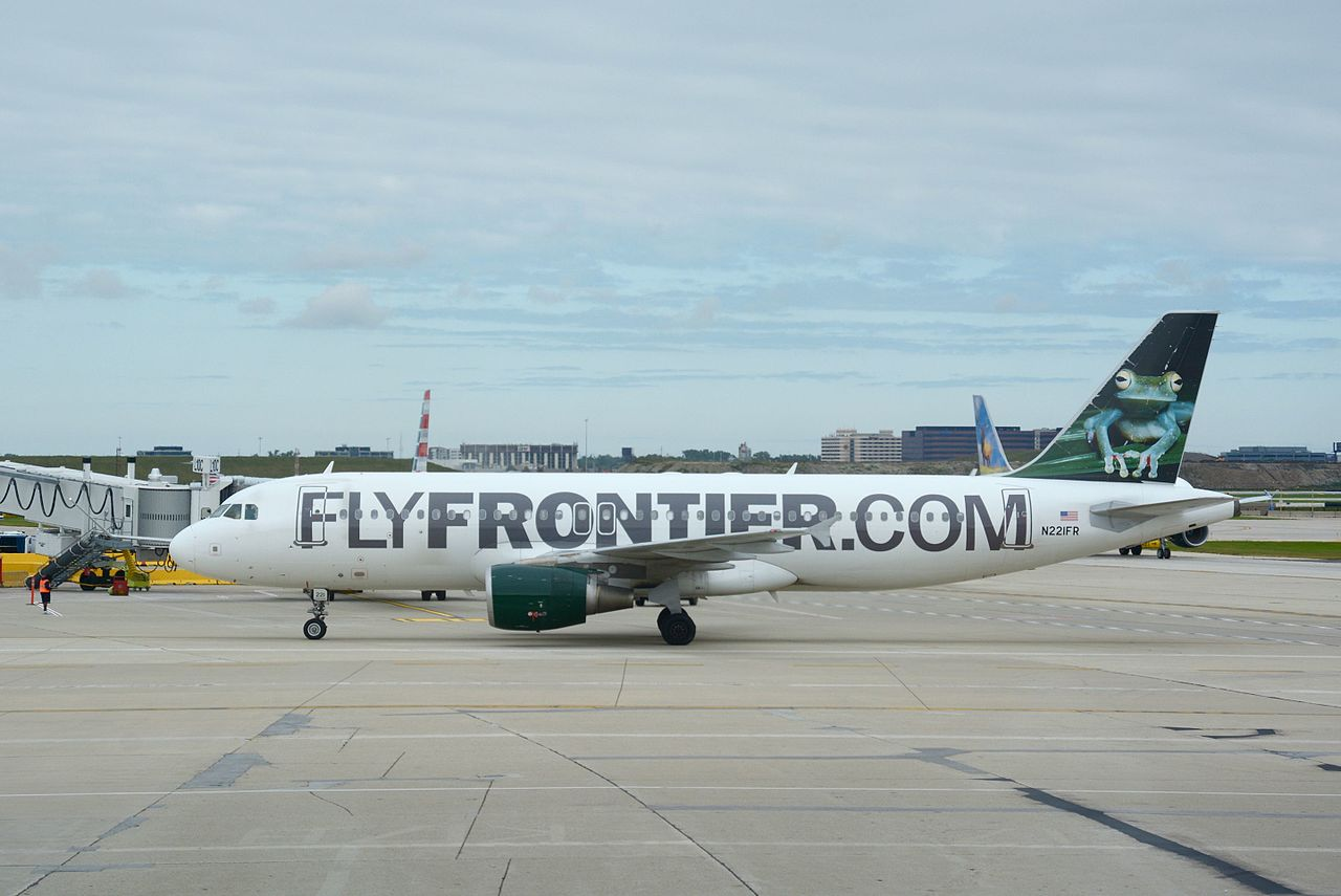 File Frontier Airlines Airbus A320 200 N221fr Ord