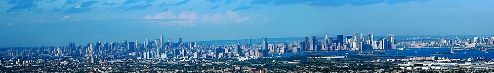 Panoramo pri New York e Jersey City vidita de Newark.
