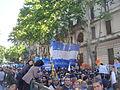 Funeral Néstor Kirchner - Gente haciendo fila para entrar a la Casa Rosada.jpg