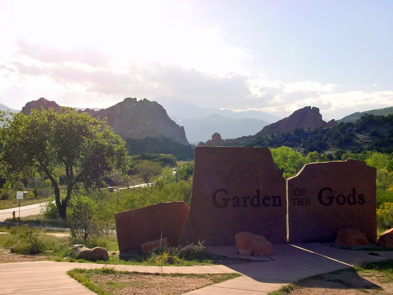 File:Garden of the Gods, view on Pikes peak - panoramio - Frans-Banja Mulder.jpg