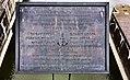 """Gedenktafel auf der Fußgängerbrücke des Donaukraftwerks Freudenau in Wien für die am 22. Oktober 1996 verunglückten 8 Matrosen des Slowakischen Schubschiffs """"Ďumbier"""".jpg"""
