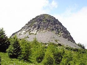Vue du mont Gerbier-de-Jonc en venant de Saint-Martial au nord-est.