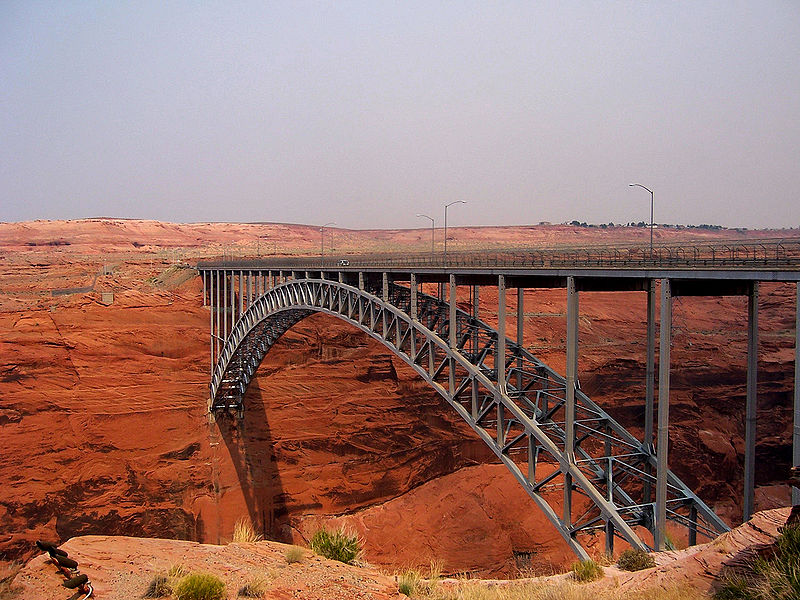 [عکس: 800px-Glen_Canyon_Dam_bridge.JPG]