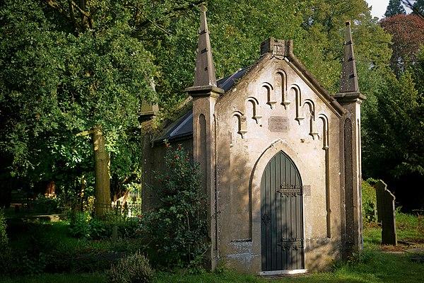 Grafmonument op begraafplaats te Velp, Reinaldstraat.jpg