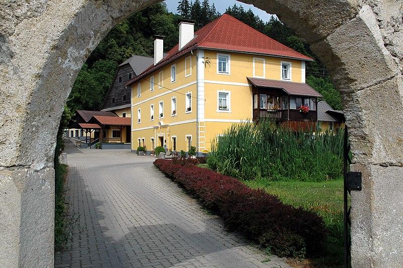 File:Gratschach Gut Landskron 01.jpg