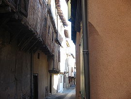 An alleyway near the chateau, in Graulhet