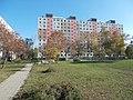 Großwohnsiedlung Ady Endre Straße, Park und Plattenbau, 2020 Csepel.jpg