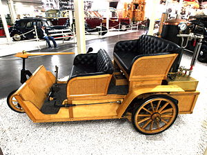Grout Brothers (1899) 1000cc 2 cylinder 8hp steam engine.JPG