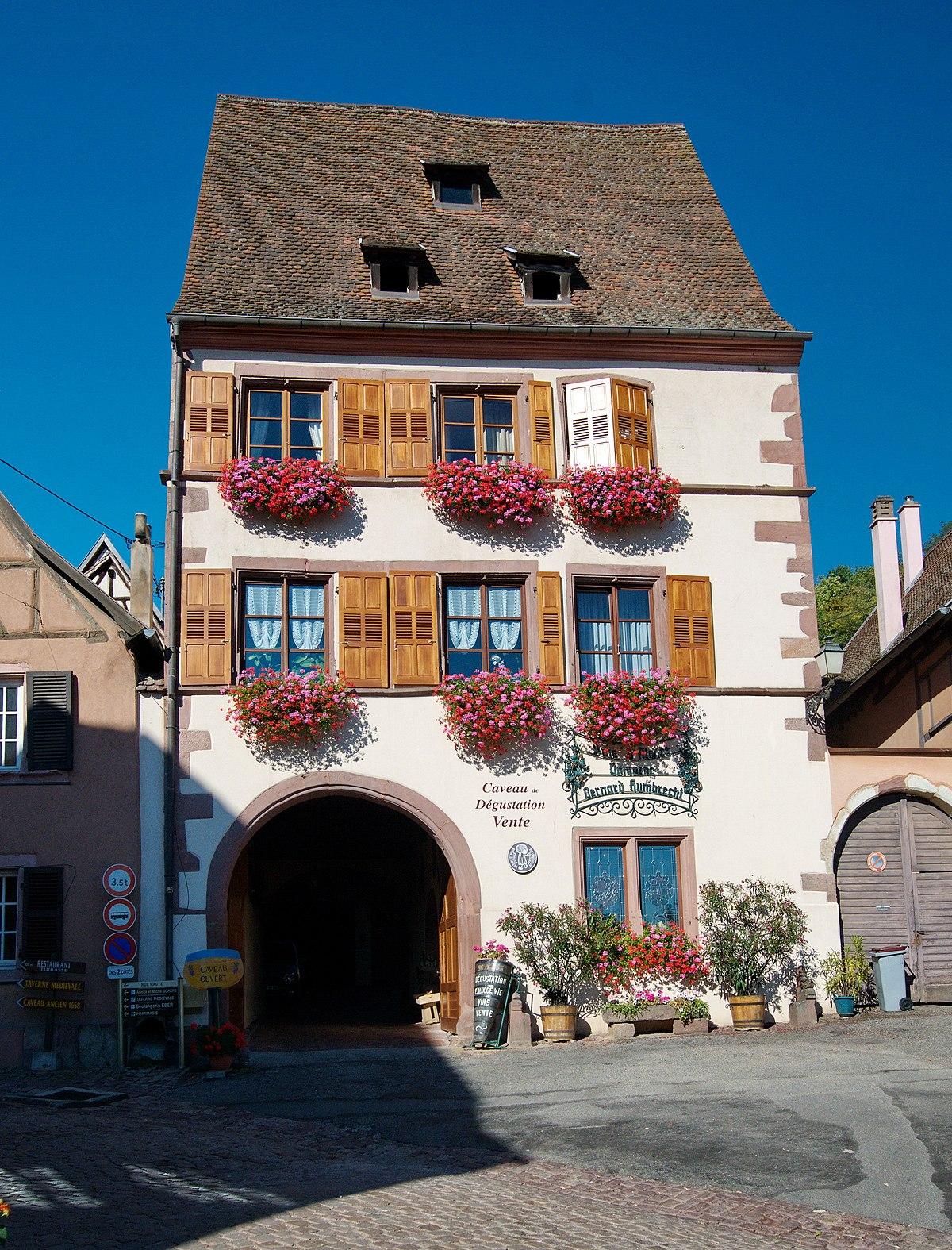 Maison au 9 place de la mairie gueberschwihr wikip dia - La maison de la place saignon ...