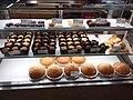 HK 堅尼地城站 MTR Kennedy Town Station shop La Boheme Bakery by Aeon food counter cakes August 2018 SSG.jpg