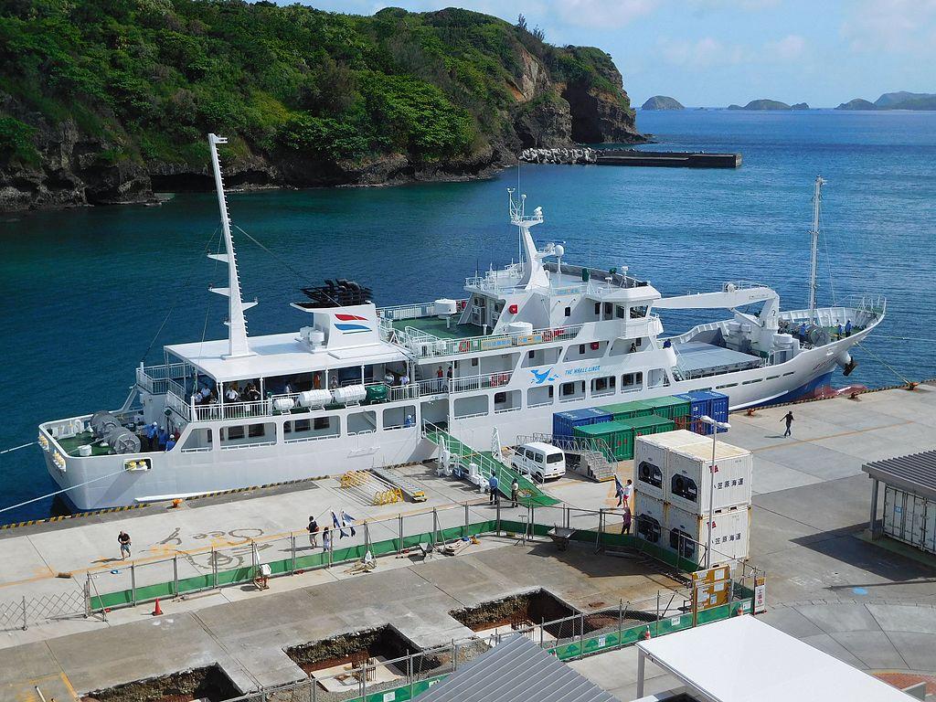 Hahajima maru 3rd 20160917 at the port of Hahajima island