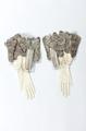 Handskar till strumpebandsordensdräkt - Livrustkammaren - 93686.tif