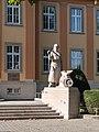 Handwerkerstatue beim Eingang der Handwerkskammer Konstanz.jpg