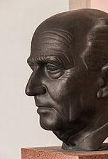 Hans Kelsen (Nr. 17) - Bust in the Arkadenhof, University of Vienna - 0291.jpg