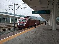 Hechuan-Hechuan Railway Station platform, 2017-09-23.jpg