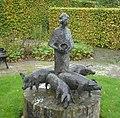 Heinenoord kunstwerk varkenhoedster.jpg