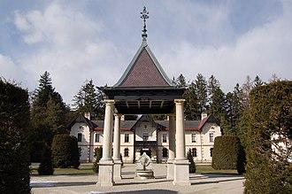 Hermesvilla - Fountain in the courtyard of the Villa