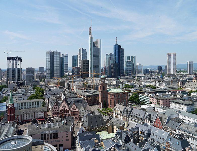 Fichier:Hochhaus-Panorama-2017-vom-Domturm-Ffm-636.jpg