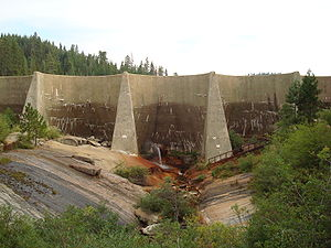 John Samuel Eastwood - Hume Lake Dam, completed 1909, displaying its reinforced concrete 50-foot (15 m)-span arches resting on inclined vertical buttresses