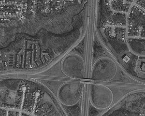 Interchange (road) - Typical cloverleaf interchange