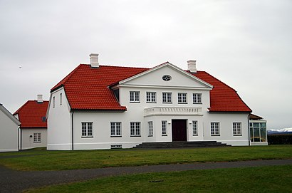 How to get to Bessastaðir with public transit - About the place