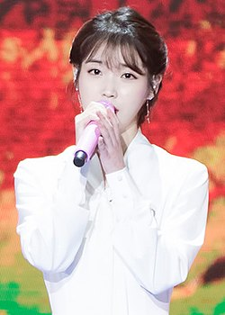 IU at Golden Disk Awards on January 10, 2018 (2).jpg