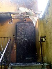L'ingresso della sede di CasaPound Bologna danneggiato da un attentato incendiario nel 2009