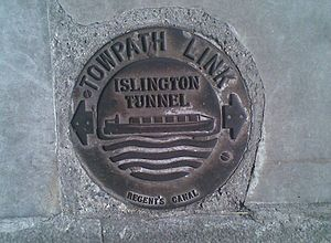 Parks and open spaces in the London Borough of Islington - Waymarker for the Islington Tunnel walk
