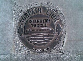 Islington Tunnel - Image: Islington Tunnel waymarker type 1