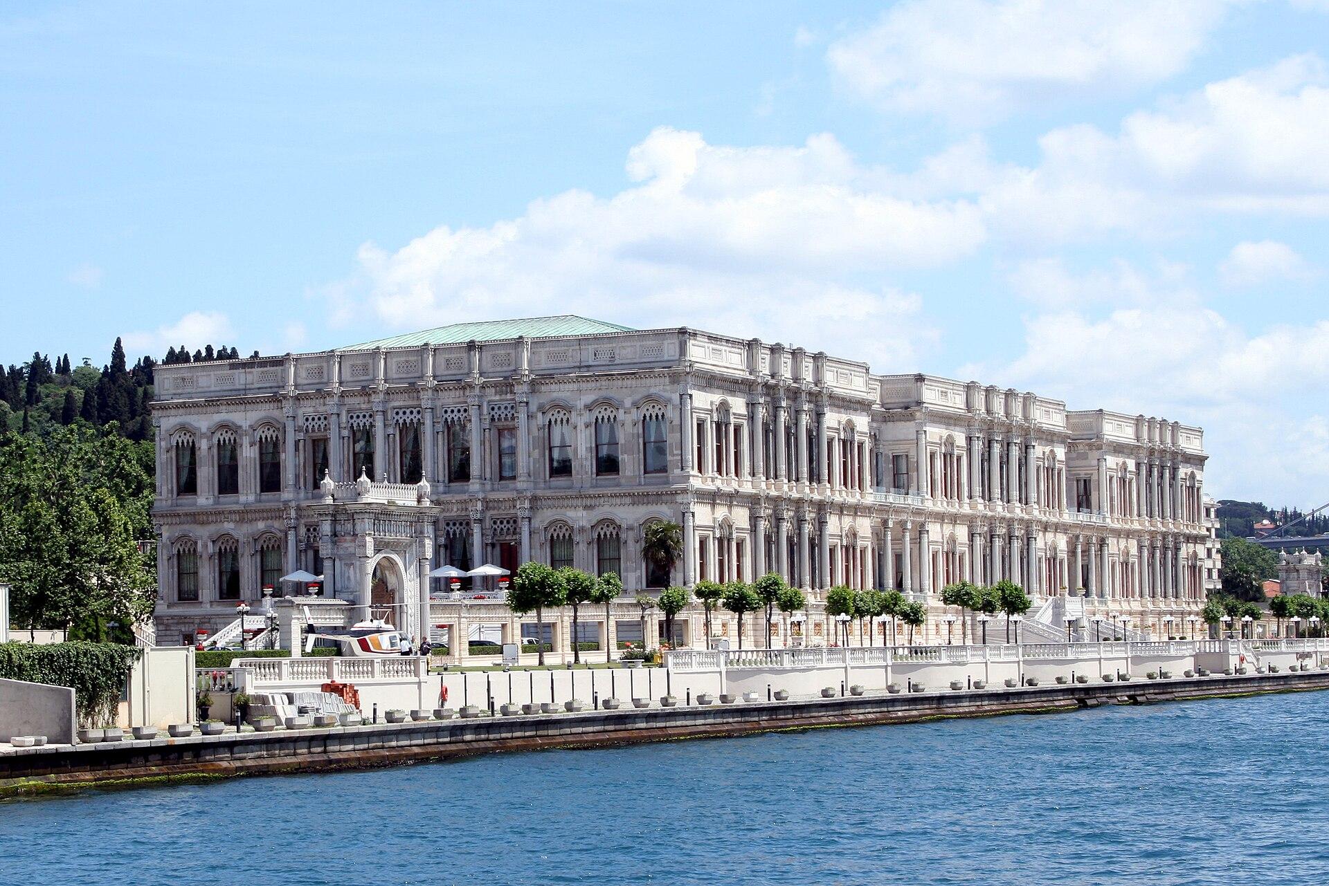 1920px-Istamboul_-_Palais_Ciragan.jpg