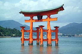 Dossier avril 2013 : Le Shintoïsme 275px-ItsukushimaTorii7396