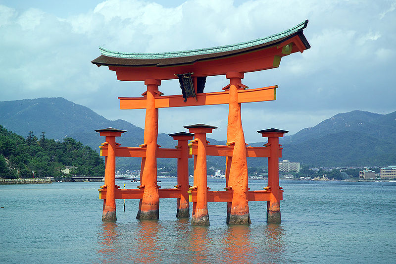 hiroshima shinto shrine Itsukushima shrine (厳島神社, itsukushima-jinja) is a shinto shrine on the island of itsukushima (popularly known as miyajima), best known for its floating torii gate it is in the city of hatsukaichi in hiroshima prefecture in japan.